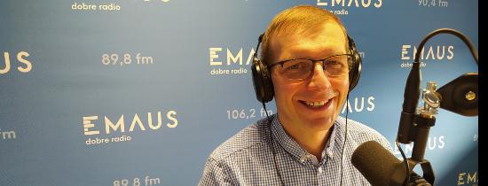 Marcin Lis, doradca energetyczny podczas wywiadu w Radiu Emaus